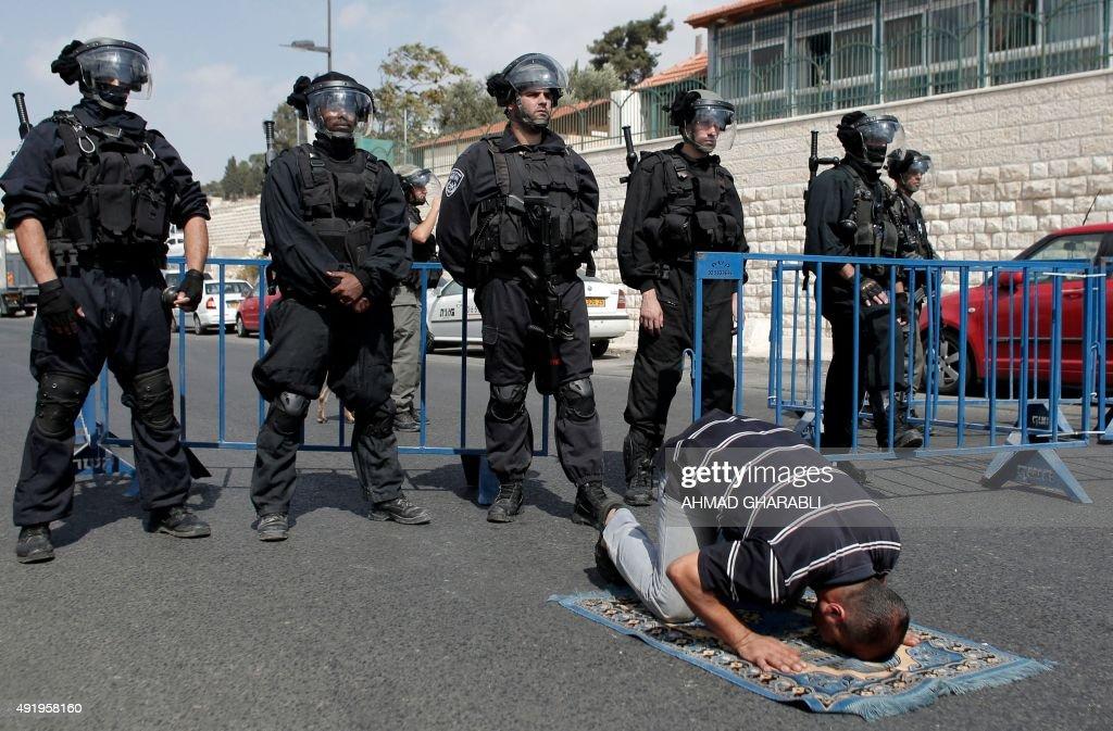 PALESTINIAN-ISRAEL-JERUSALEM-AL AQSA-PRAYER : News Photo