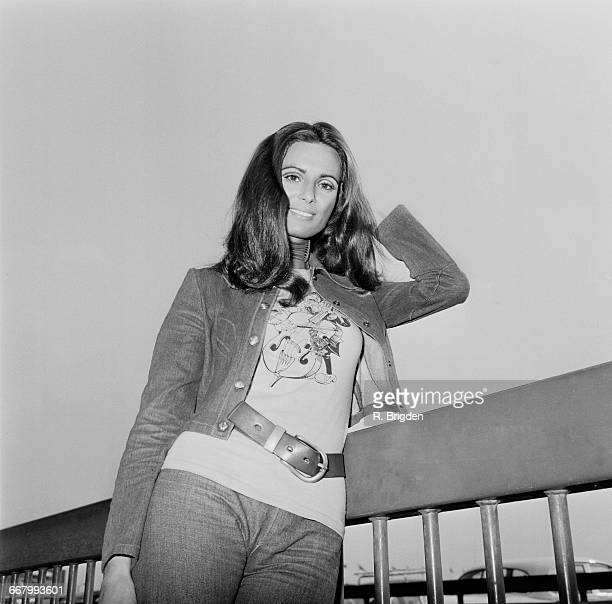 Israeli singer and actress Daliah Lavi leaves London Airport for Berlin 25th August 1971