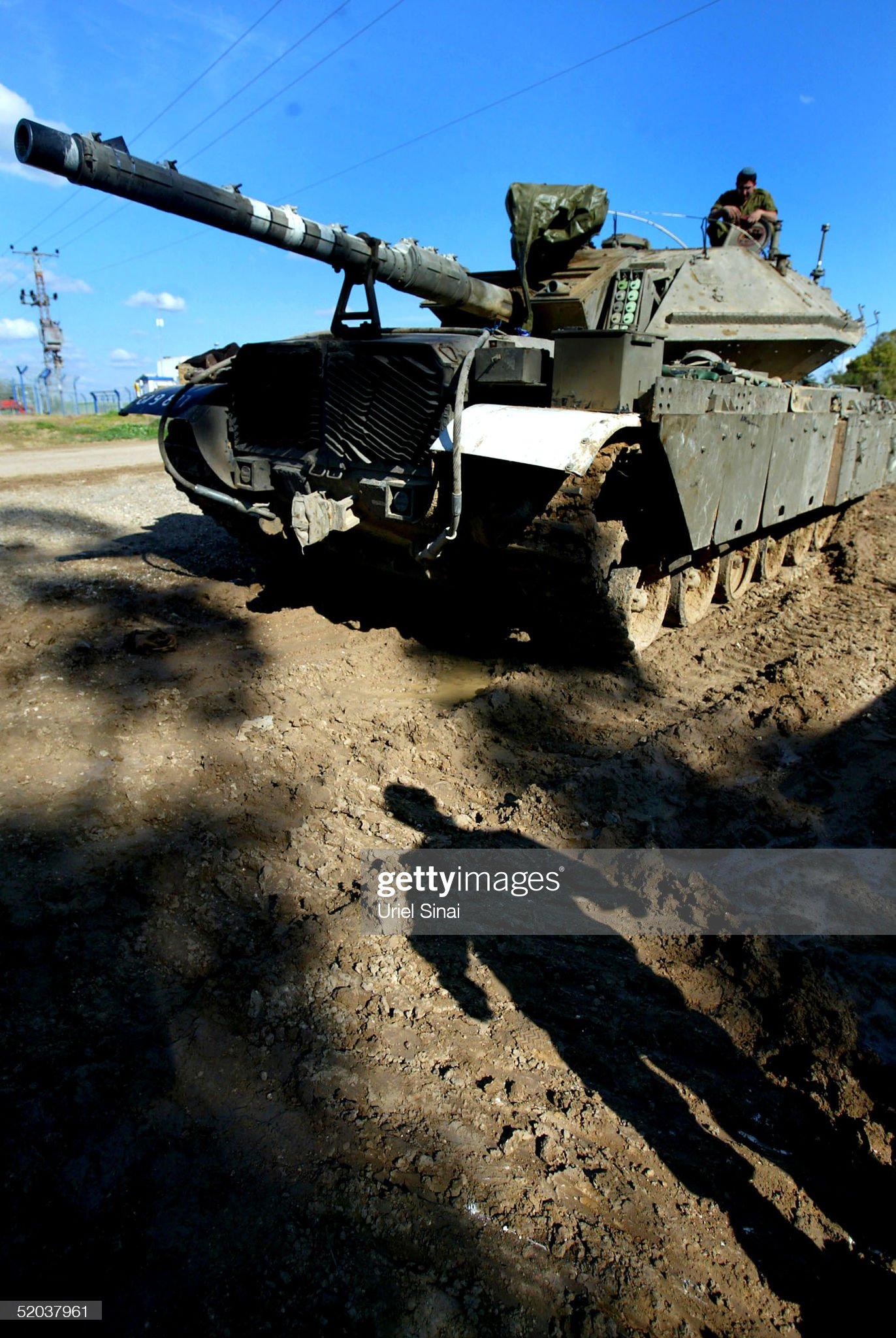 https://media.gettyimages.com/photos/israeli-sodiers-inspect-tanks-near-the-border-of-the-gaza-strip-on-picture-id52037961?s=2048x2048