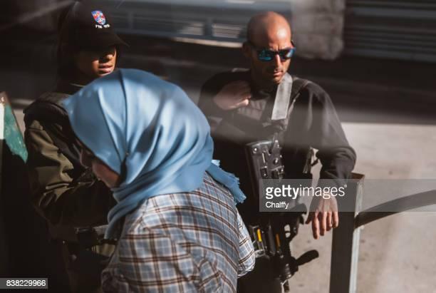 soldados israelenses na fronteira israel-palestina - territórios da palestina - fotografias e filmes do acervo