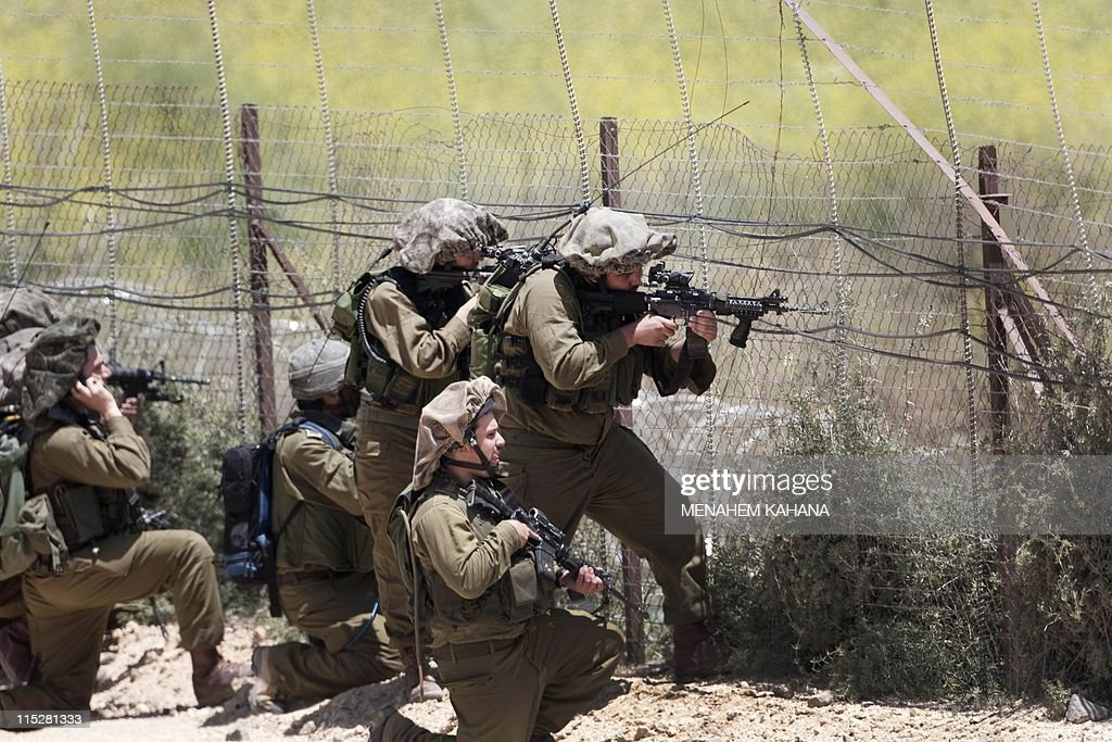 Israeli soldiers keep their position alo : News Photo