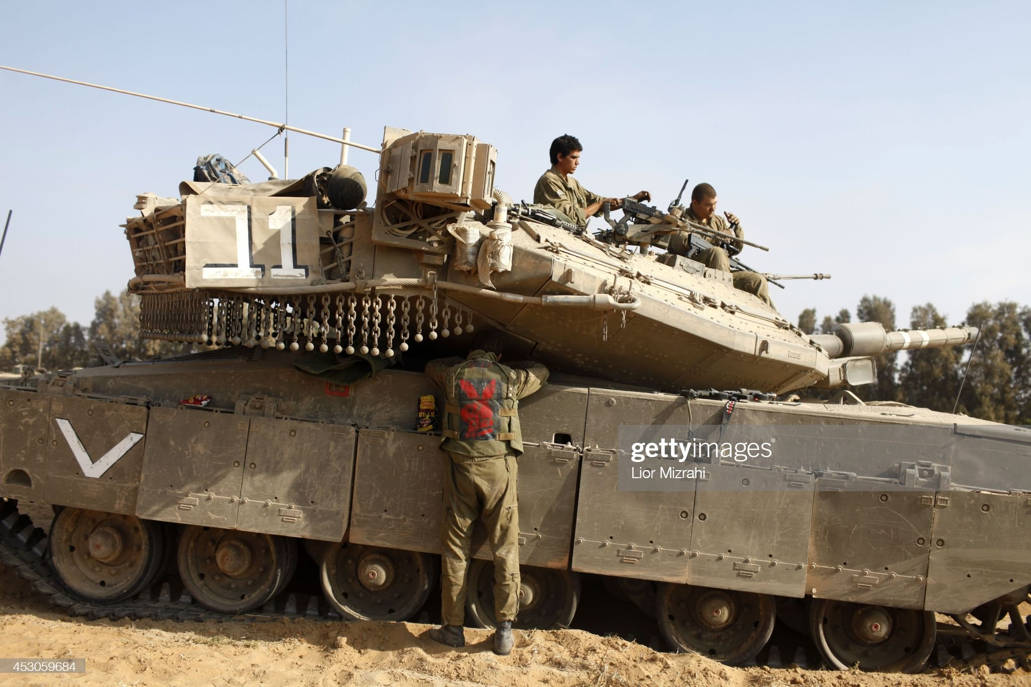https://media.gettyimages.com/photos/israeli-soldiers-prepare-their-tanks-in-a-deployment-area-on-august-picture-id453059684?s=2048x2048