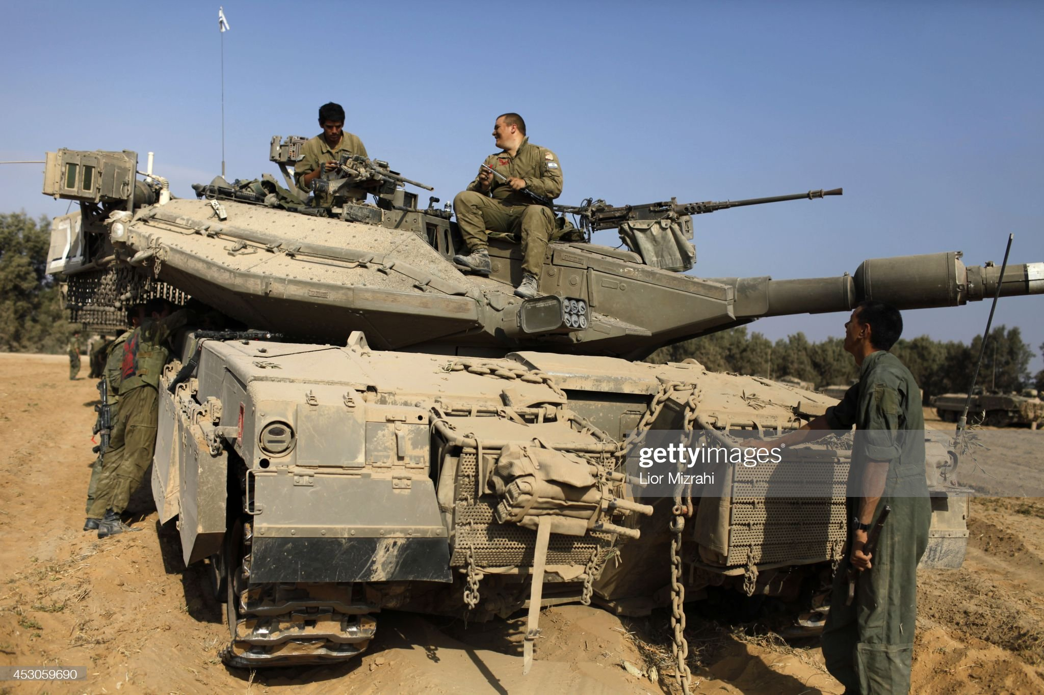 https://media.gettyimages.com/photos/israeli-soldiers-prepare-their-tanks-in-a-deployment-area-on-august-picture-id453059690?s=2048x2048