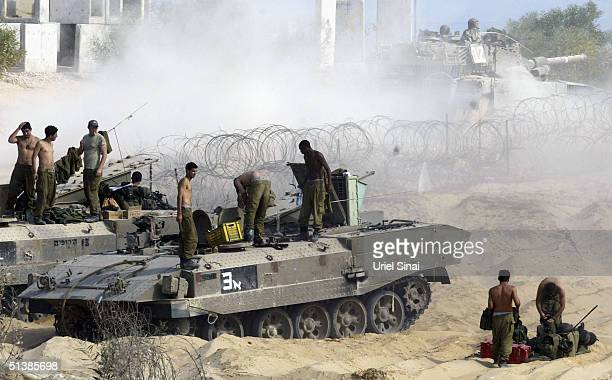 Israeli soldiers prepare to enter Beit Hanun at the border between Nisanit and the Gaza Strip town of Beit Hanun October 3 2004 Israeli Prime...