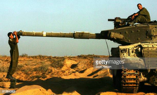 Israeli soldiers realign their tank's barrel sites along the Northern Gaza strip after returning from action October 2 2004 near the Jabalyia refugee...