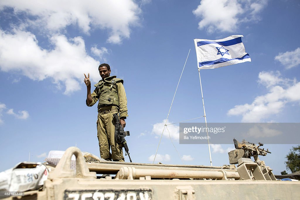 Israeli soldiers return from Gaza on August 3, 2014 near the border with Gaza, Israel. As Operation Protective Edge enters its 27th day, a large amount of Israeli ground troops are believed to have left the Gaza Strip.