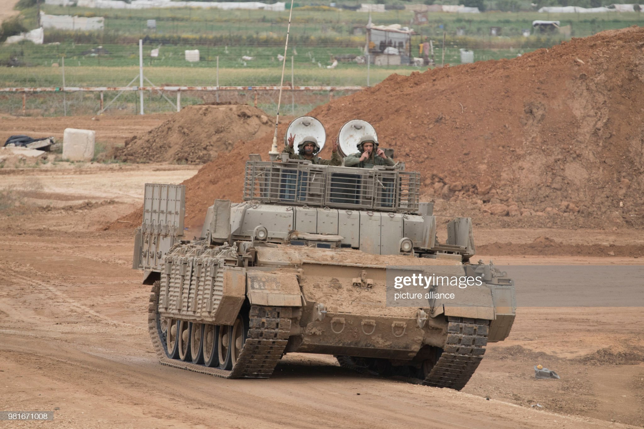 https://media.gettyimages.com/photos/israeli-soldiers-ride-a-tank-along-the-israeli-gaza-border-near-the-picture-id981671008?s=2048x2048