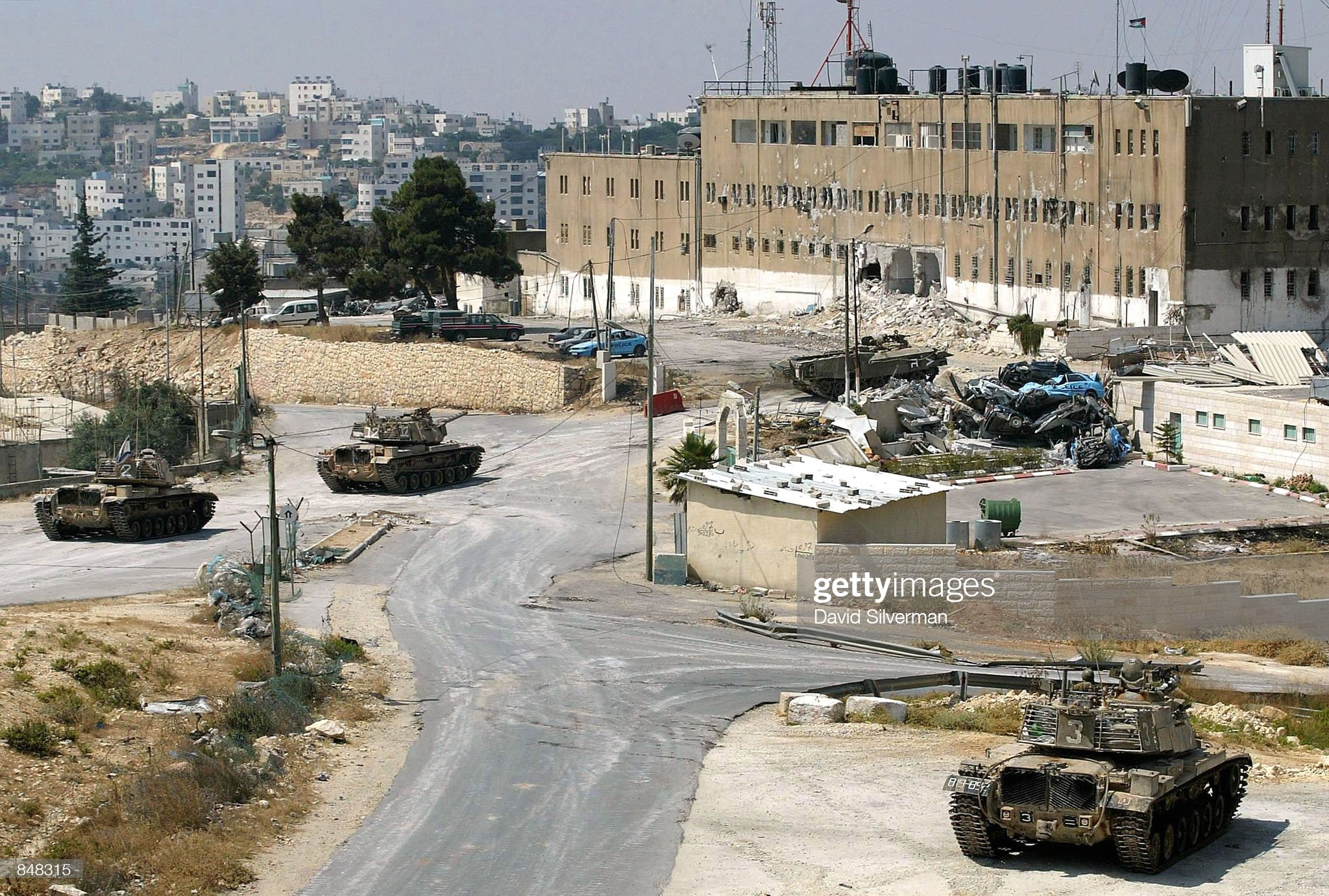 https://media.gettyimages.com/photos/israeli-tanks-surround-palestinian-police-headquarters-june-27-2002-picture-id848315?s=2048x2048