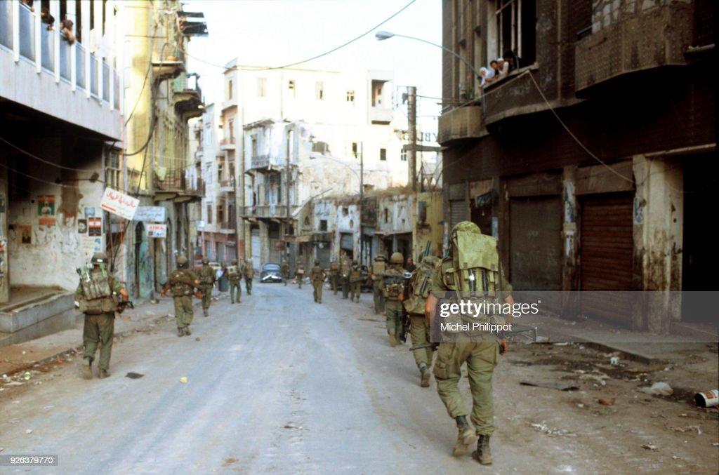 Israeli Troops in West Beirut : Nachrichtenfoto