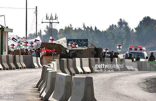 Israelis and Arab Israelis protest against the siege of Arafat's compound during a demonstration at Kalandia checkpoint September 27 2002 between the...