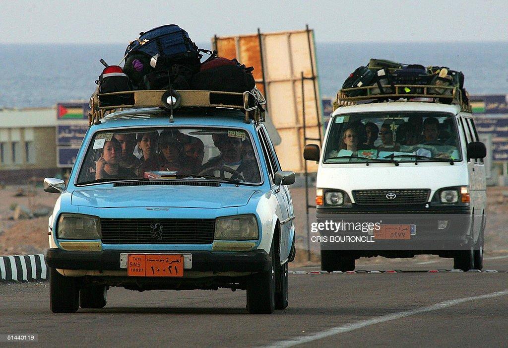 Israelis depart 08 October 2004 from Egypt's Sinai Peninsula near