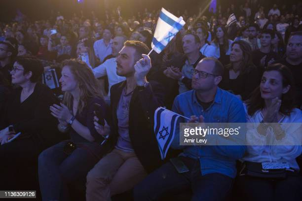 Israelis react after watching Beresheet spacecraft fail to land safely on the moon on April 11 2019 in Tel Aviv Israel The Israeli spacecraft called...