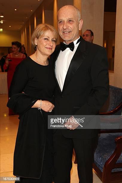 Israelischer Botschafter Yoram BenZeev Und Ehefrau Iris Bei Der Verleihung Des B'Nai B'Rith Europe Award Of Merit Im Mariott Hotel In Berlin Am 110308