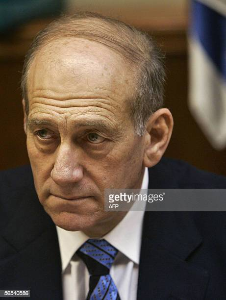 Israel's acting Prime Minister Ehud Olmert is seen prior to the weekly cabinet meeting at the prime minister's office in Jerusalem, 08 January 2006....