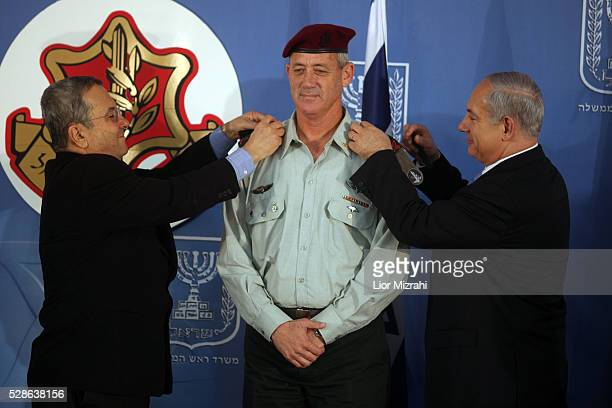 Israel's Army 20th Chief of Staff Benny Gantz receives the rank of lieutenantgeneral from Prime Minister Benjamin Netanyahu and Defense Minister Ehud...
