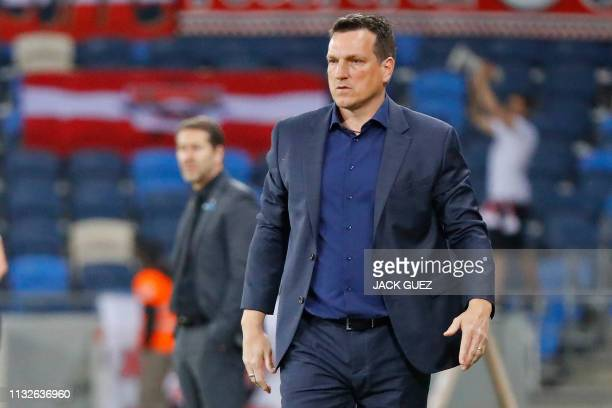 Israel's coach Andi Herzog speaks to his players during the Euro 2020 Group G football qualification match between Israel and Austria at the Sammy...