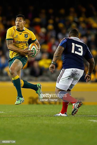 Isreal Folau of the Wallabies evades Mathieu Bastareaud of France during the second International Test Match between the Australian Wallabies and...