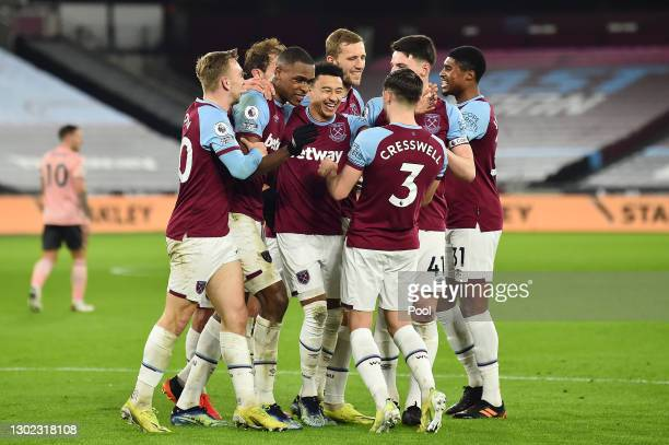 Issa Diop of West Ham celebrates with teammates Jarrod Bowen, Jesse Lingard, Tomas Soucek, Aaron Cresswell, Declan Rice and Ben Johnson after scoring...