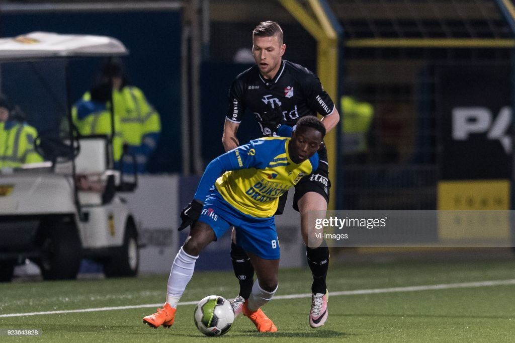 Issa Kallon Of Sc Cambuur Alexander Bannink Of Fc Emmen During The News Photo Getty Images