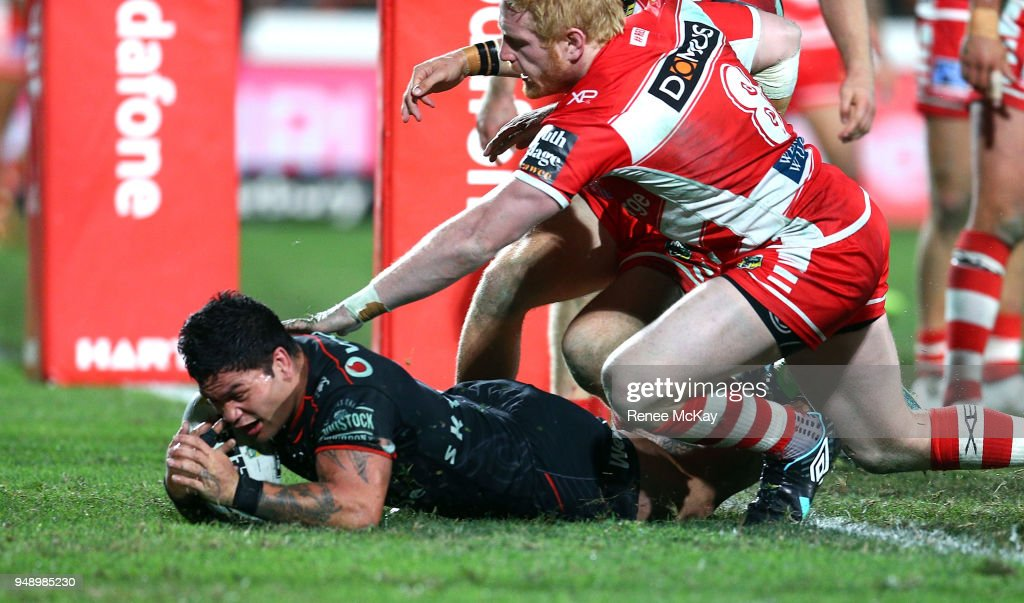 Issac Luke of the Warriors scores a try during the round seven NRL match between the New Zealand Warriors and the St George Illawarra Dragons at Mt Smart Stadium on April 20, 2018 in Auckland, New Zealand.