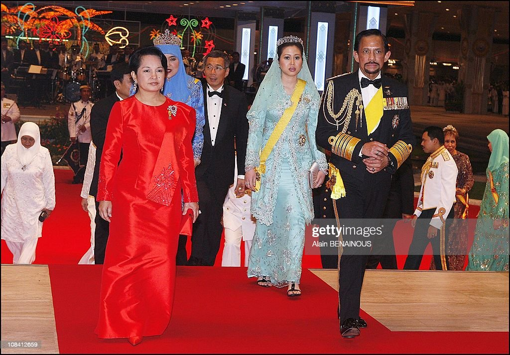 Banquet for the sixtieth birthday celebration of the Sultan of Brunei Hassanal Bolkia with his new Queen Azrina in Brunei Darussalam on July 15, 2006. : News Photo