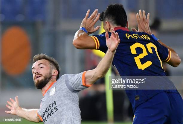 Istanbul Basaksehir FK's Bosnian midfielder Edin Visca and AS Roma's Argentinian midfielder Javier Pastore react after colliding during the UEFA...