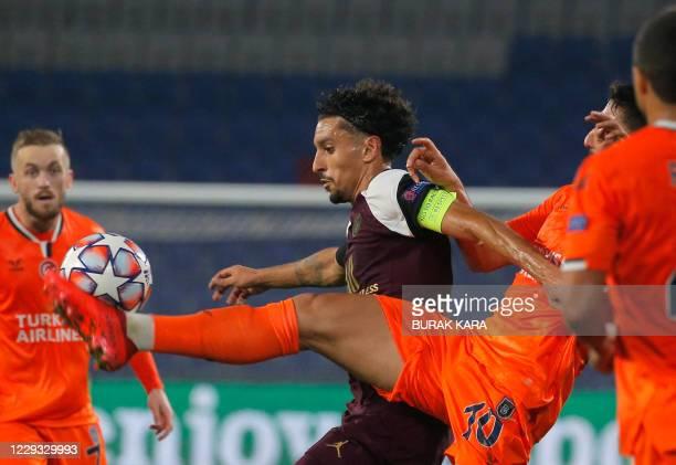Istanbul Basaksehir's Turkish midfielder Berkay Ozcan fights for the ball with Paris Saint-Germain's Brazilian defender Marquinhos during the UEFA...