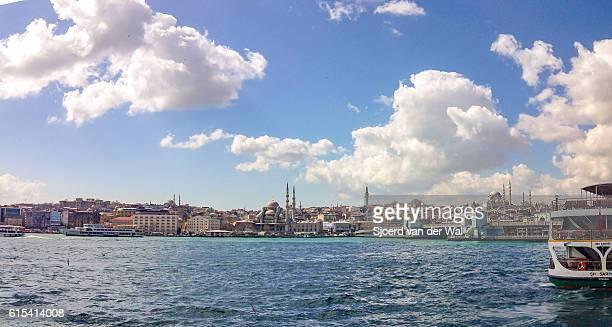 "istanbul seen from the bosphorus with ferry and galata bridge - ""sjoerd van der wal"" ストックフォトと画像"
