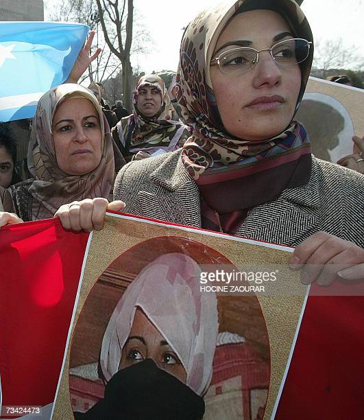 Iraqi Turkmen women hold pictures during an anti-Iraqi government protest in Istanbul 25 February 2007 of a woman who was raped in Talafar, Iraq,...