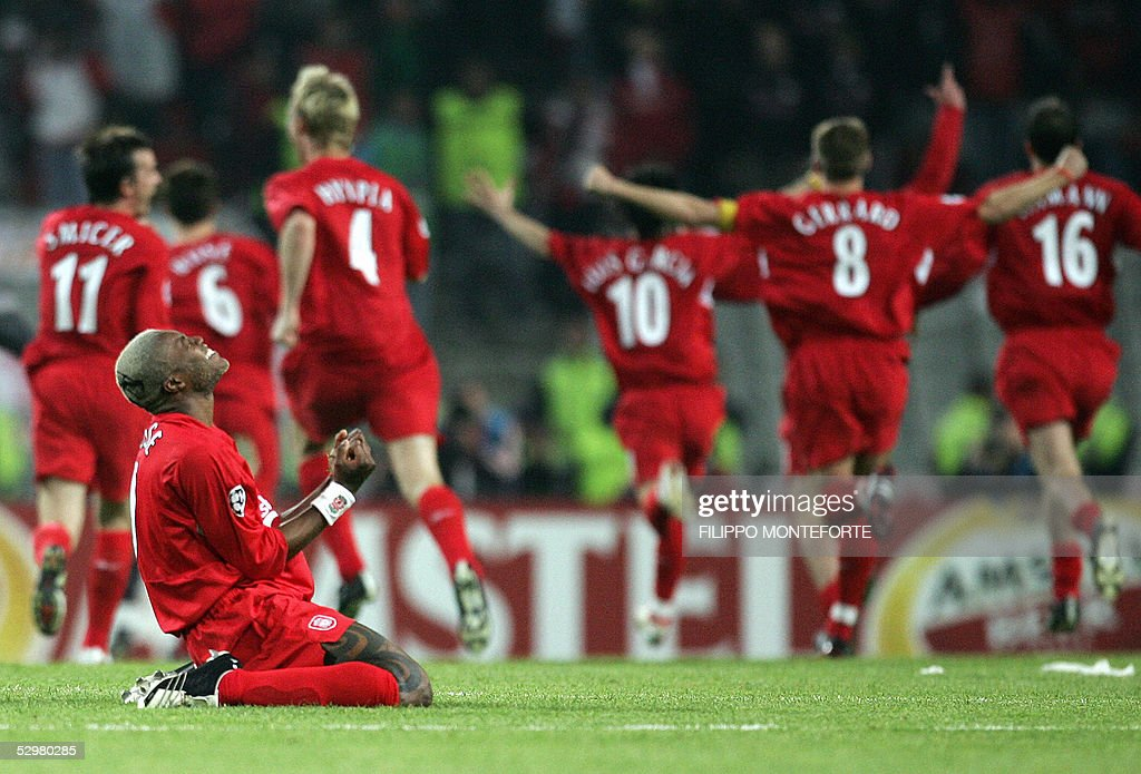 Liverpool players celebrates after winni : Nachrichtenfoto