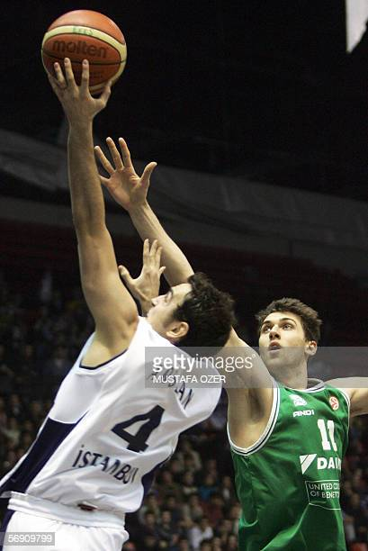 Turkey Efes Pilsen's Ender Arslan fights for control of the ball with Italy Benetton Treviso's Andrea Bargnani during their Euroleague match at Abdi...
