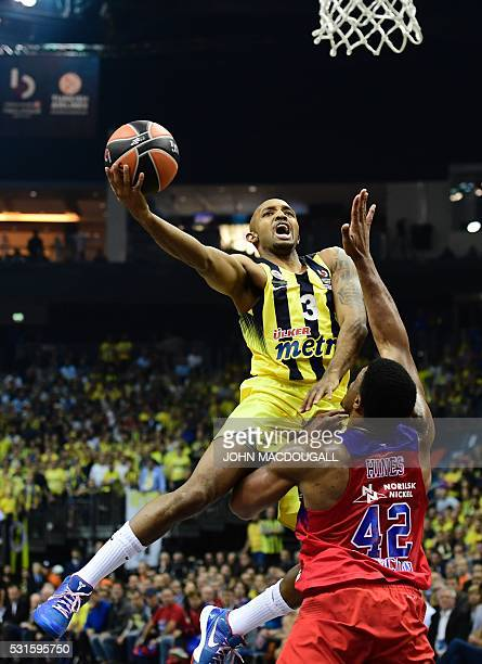 Istanbul's Ricky Hickman goes for a shot past Moscow's Kyle Hines during the final basketball match CSKA Moscow vs Fenerbahce Istanbul at the...
