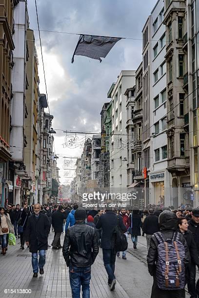 """avenue taksim istikla ou istiklal street sur le côté européen d'istanbul - """"sjoerd van der wal"""" photos et images de collection"""