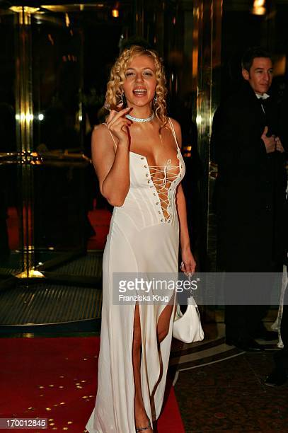 It Girl Davorka Tovilo With Cigar In The arrival to German Film Ball in Hotel Bayerischer Hof in Munich