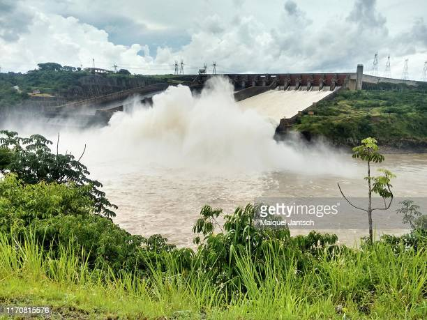 itaipu dam (usina de itaipu), one of the biggest hydroelectric dams in the world - foz do iguaçu - brazil and paraguai - latin america stock pictures, royalty-free photos & images