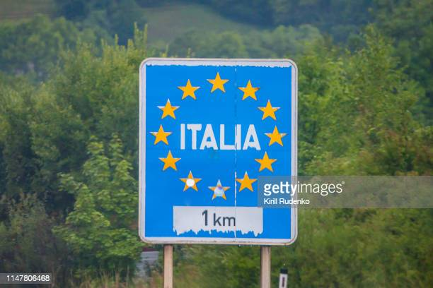 italia (italy) road sign on the motorway at the italy-austria border - geographical border stock pictures, royalty-free photos & images