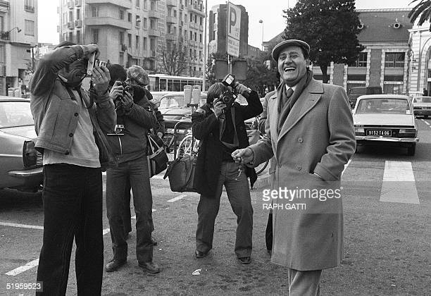 Italian actor Alberto Sordi laughs among photographers upon his arrival in Nice station 14 December 1980 to attend the Italian Film Festival. Alberto...