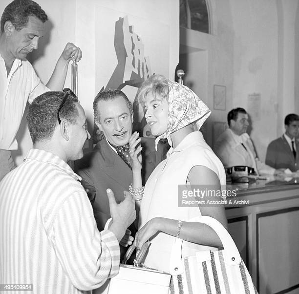 Italian actor and comedian Nino Taranto standing with Italian actress Alessandra Panaro in a scene from the film Avventura a Capri Capri 1958