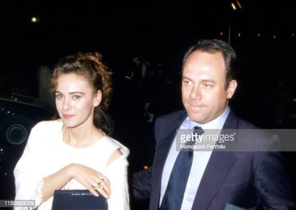 Italian actor and director Carlo Verdone and Italian actress Elena Sofia Ricci walking down the street at night. 1980s
