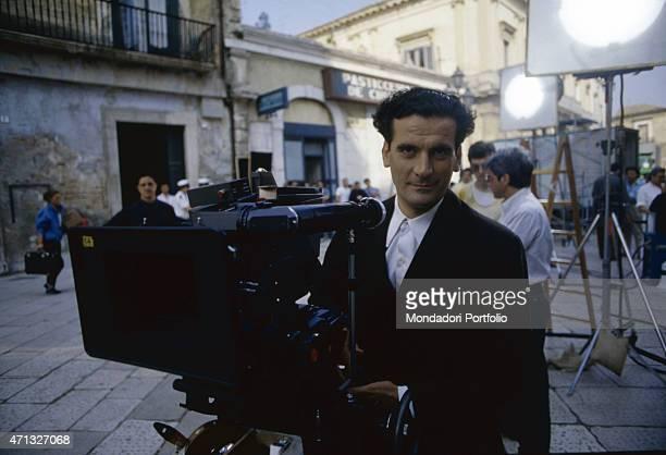 Italian actor and director Massimo Troisi using a camera on the set of the film Le vie del Signore sono finite 1987