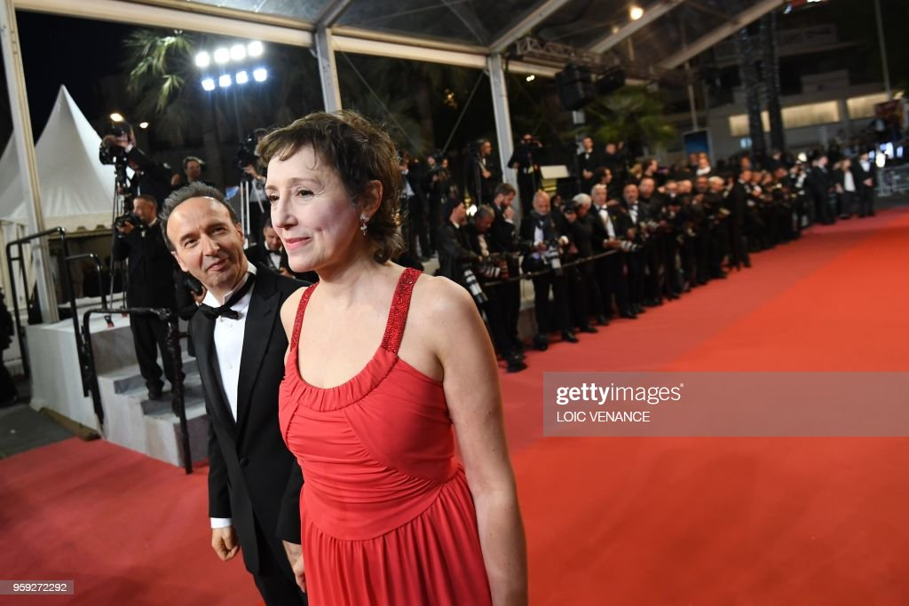 TOPSHOT - Italian actor and director Roberto Benigni (L) and his wife Italian actress and producer Nicoletta Braschi arrive on May 16, 2018 for the screening of the film 'Dogman' at the 71st edition of the Cannes Film Festival in Cannes, southern France.