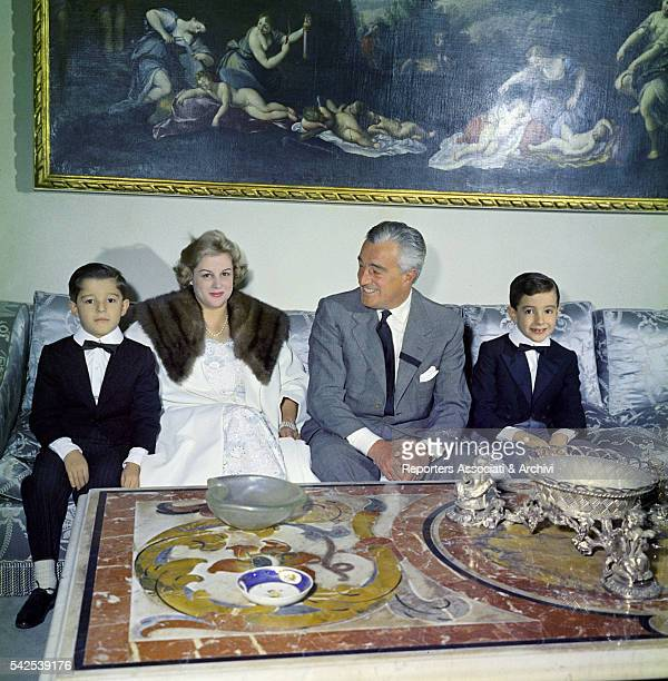Italian actor and director Vittorio De Sica and his wife Maria Mercader with their sons Manuel e Christian sitting on the sofa in their house Rome...