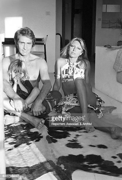 Italian actor comedian and TV host Walter Chiari on vacation in his Sardinian villa sitting on the floor next to his wife Italian actress and singer...