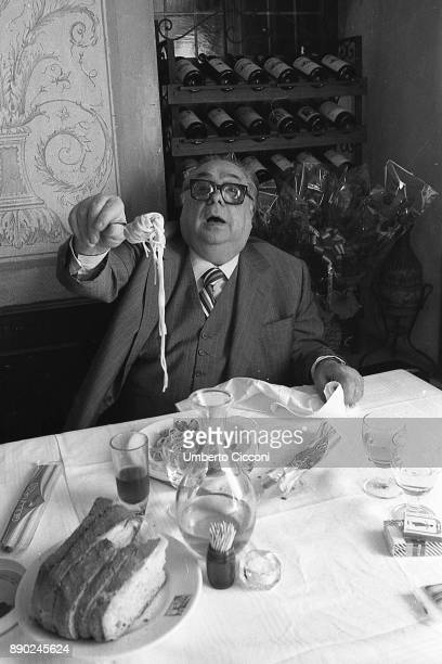 Italian actor, director, screenwriter and comedian Aldo Fabrizi while eating spaghetti at the restaurant, Rome 1975.