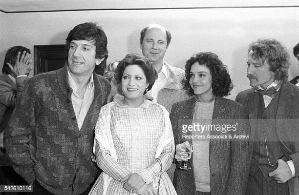 Italian actor Gigi Proietti American actress Brooke Adams and French actress AndrŽa FerrŽol on the set of Gli innocenti vanno all'estero 1983