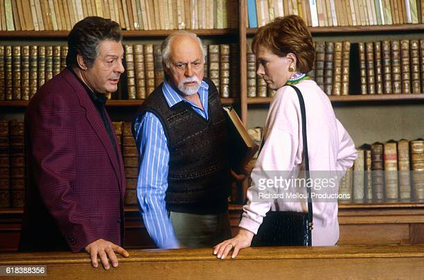 Italian actor Marcello Mastroianni American director Gene Saks and British actress Julie Andrews discuss a scene on the set of the 1991film Cin Cin...