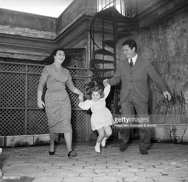 Italian actor Marcello Mastroianni and his wife Flora Carabella holding by the hands their daughter Barbara. 1955
