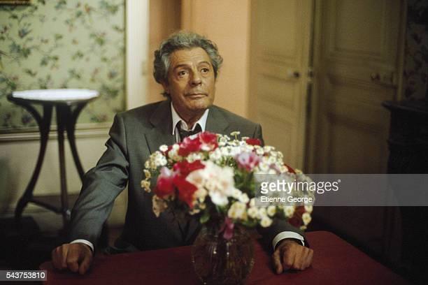 Italian actor Marcello Mastroianni on the set of 'Três Vidas E Uma Só Morte' directed by Chilean director Raoul Ruiz