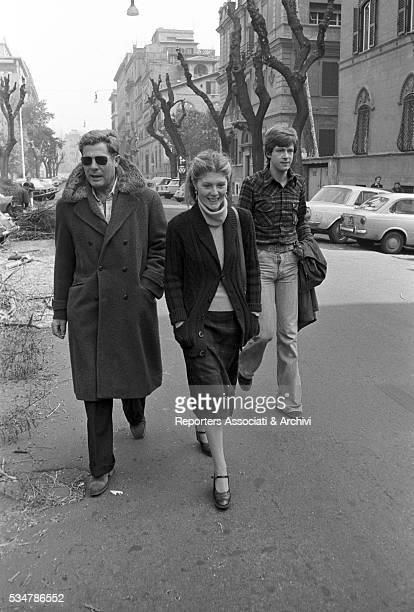 Italian actor Marcello Mastroianni with his daughter Barbara and his soninlaw down their house on via Pompeo Magno in Rome Rome 1977