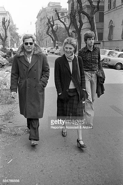 Italian actor Marcello Mastroianni with his daughter Barbara and his son-in-law down their house on via Pompeo Magno in Rome. Rome, 1977